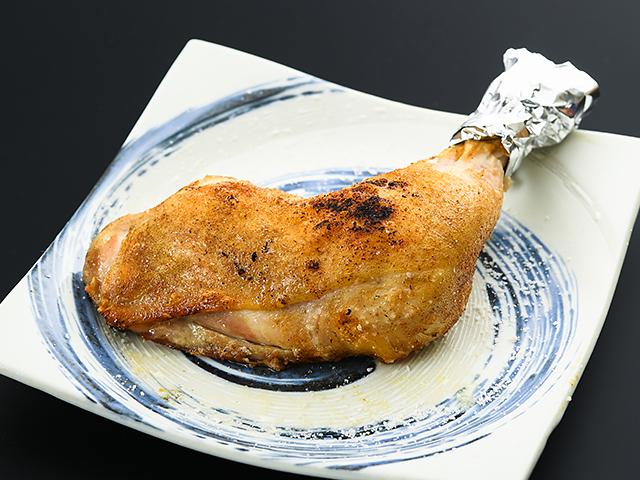 ローストチキン骨付きもも肉(やんばり若鳥・銘柄鶏)700円